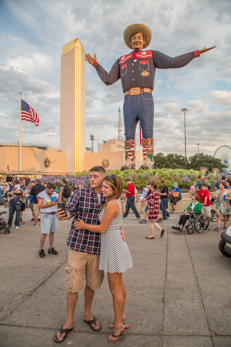 1178State Fair of Texas, couple taking selfie with Big Tex